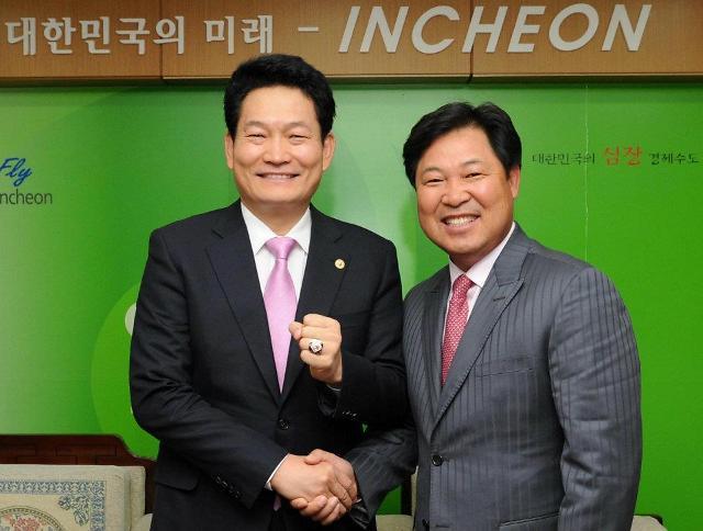 SK 김용희 감독 선임, 이만수-송영길 동병상련