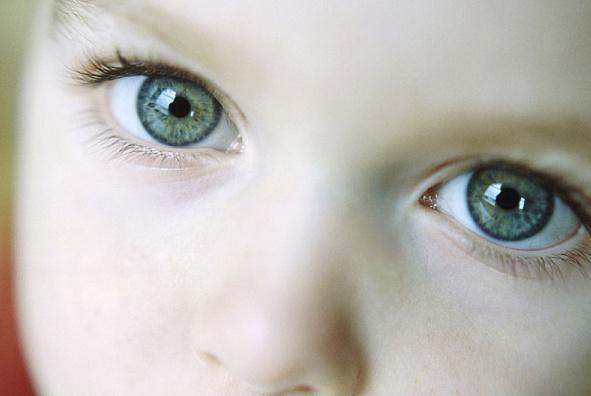 황반변성의 증상, 시력감소·중심암점·변시증 예방법은?