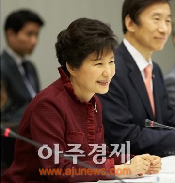 박근혜 대통령 제안한 한·중·일 정상회담…정부, 중국·일본 반응에 촉각