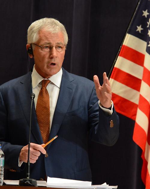 헤이글 미국 국방장관 전격 사임…IS·에볼라 놓고 오바마와 갈등