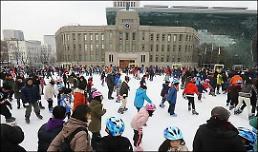 .首尔广场户外滑冰场将于19日对外开放 서울광장 스케이트장 19일 개장.
