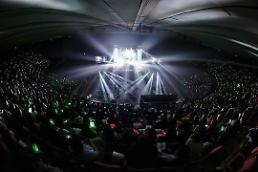.金在中与数千粉丝庆生 互动游戏演唱一样都不少.