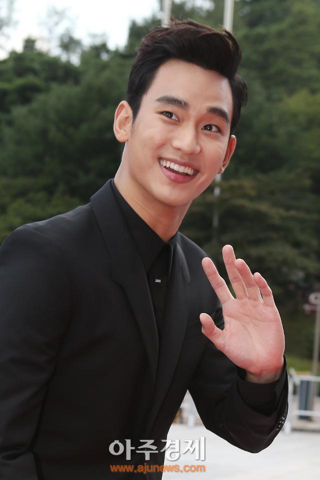 [중국이 사랑한 한류스타①] 김수현, 도민준 교수에서 예능국 '프로듀사'로?