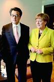 """.默克尔主动提""""慰安妇""""问题 敦促日本尽早妥善解决."""
