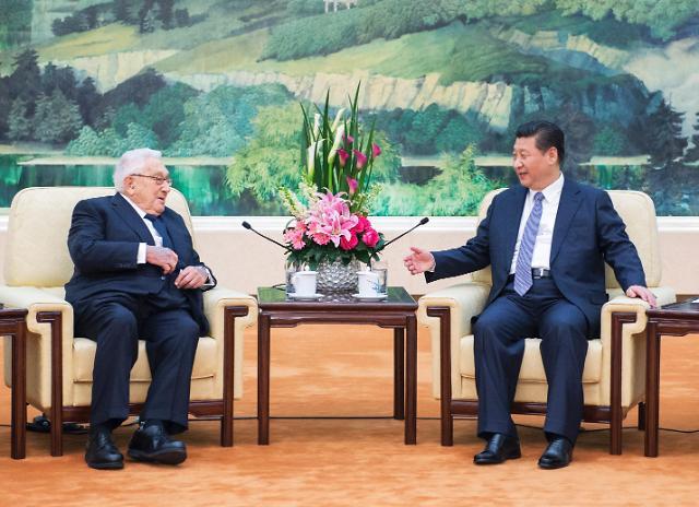 [영상중국] 시진핑 주석, 키신저 전 美 국무장관 베이징서 회동