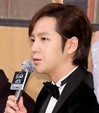 .Hallyu star Jang Keun-suks short film tops weekly Oricon Chart movie section .
