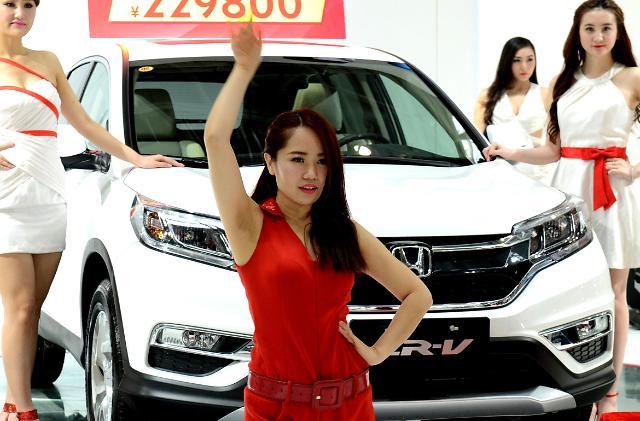 모터쇼의 꽃 레이싱걸 뿔났다…상하이모터쇼 출연 금지에 거리시위
