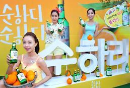 .New brand of soju with low alcohol content popular among young women .