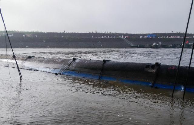 [영상중국] 침몰 여객선 둥팡즈싱 인양 중