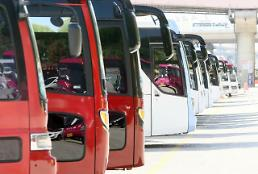 .Tourist buses sit idle after MERS outbreak .