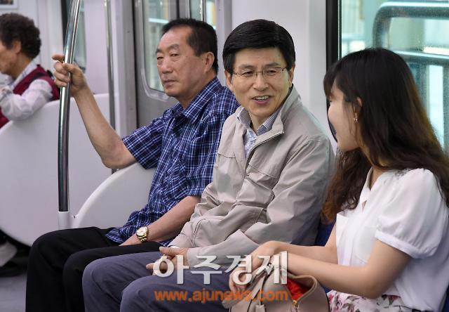 황교안 총리, 쪽방촌 독거노인·조손가정 찾아…주말 민생점검 강행군