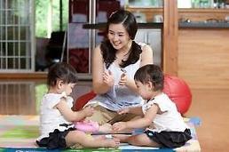 """.调查显示韩国人认为养育子女""""是幸福更是负担""""."""
