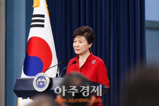 14일 임시공휴일 지정 박근혜 대통령 지지율 40% 육박