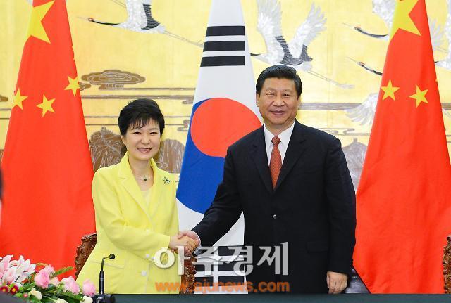 """청와대 """"박근혜 대통령, 중국 전승절 행사 참석 신중 검토"""""""