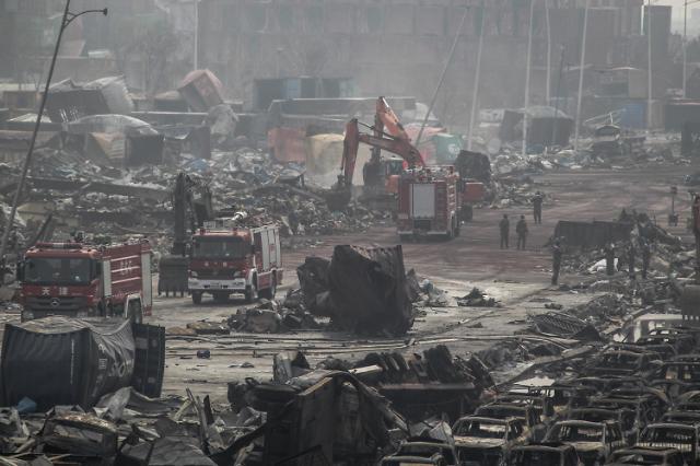 중국 폭발사고 톈진항... 토끼요원 출동에 비난 쏟아져