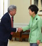 .金立群与朴槿惠会晤 期待朝鲜加入亚投行.