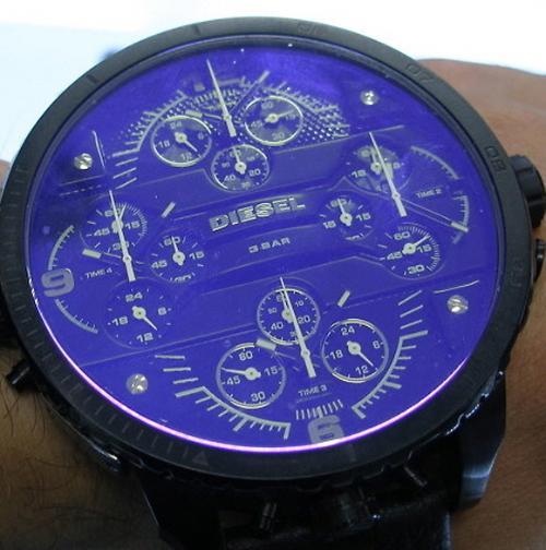 [시계카페]세계에서 가장 큰 손목시계는 디젤