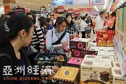 .中国游客赴韩逛超市狂扫饼干和紫菜.