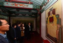 .Exhibition of artifacts recovered from palace site in North Korea opens  .