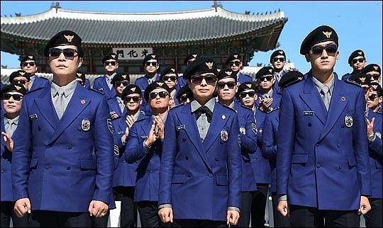 """韩国观光警察队沦为""""指路人"""" 存在意义遭质疑"""