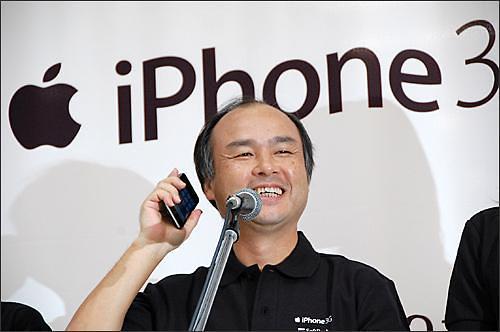 [글로벌 IT기업 성공 스토리] ⑤ 손정의, 잉어잡이 공략법으로 아이폰을 품 안에