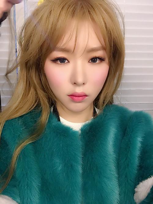 김그림, 빛나는 금발 여신으로 깜짝 변신 인형…비주얼 근황 공개