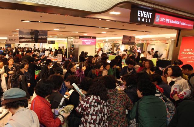 롯데·현대·신세계백화점, 오늘부터 봄 정기세일 본격 시작
