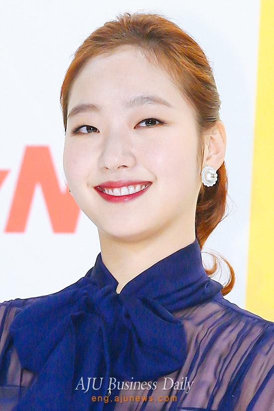 Kim Go-eun will stay with current agency