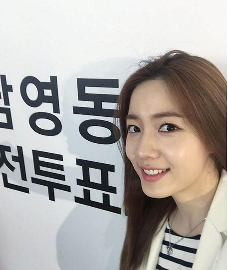 """[사전투표 인증샷] 진구 옛여친(?) 류화영 """"아름다운 선거 만들어요"""" 미소"""