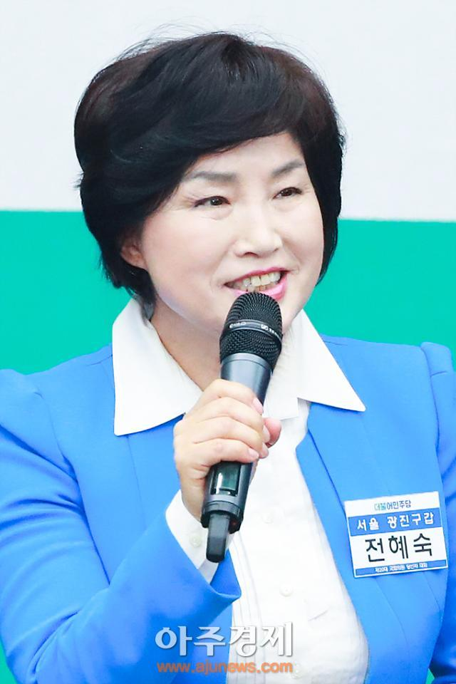 [AJU PHOTO] 인사말 하는 전혜숙 서울 광진구갑 당선자 (더민주 당선자대회)