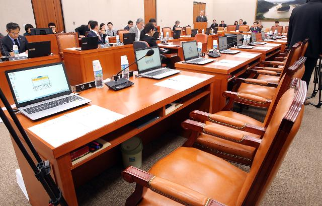법사위, 세월호 특검 요청안 상정 놓고 진통