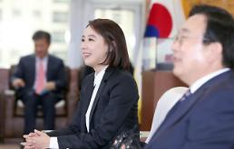 .Busan film festival organizers put aside internal feud.