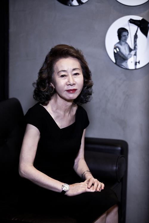 [인터뷰] '계춘할망' 윤여정, 우아한 직구