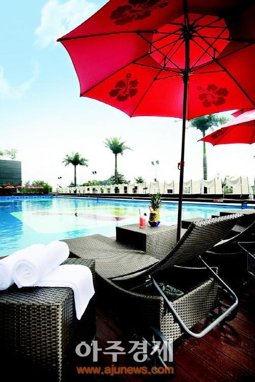 무더위 날리는 오색매력 호텔 야외 수영장