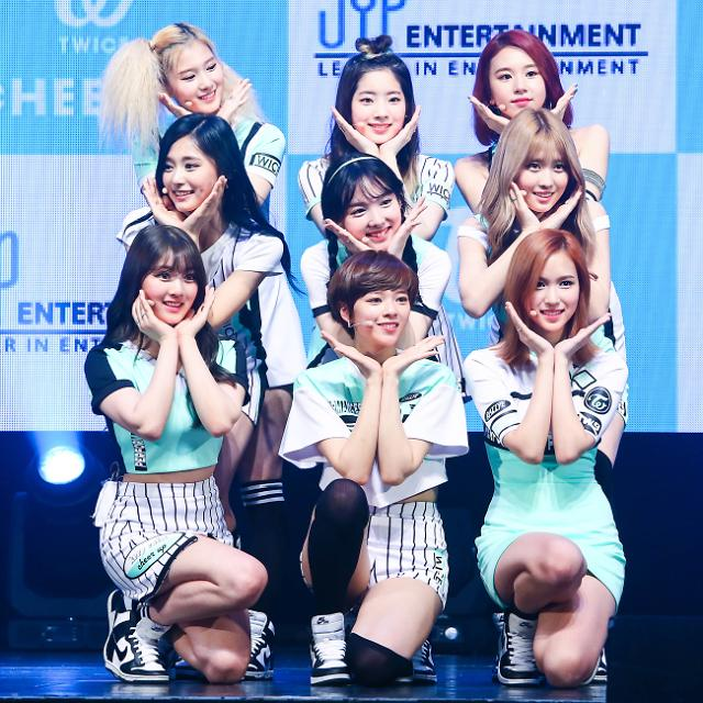 """TWICE to appear in entire episode of """"Running Man"""""""