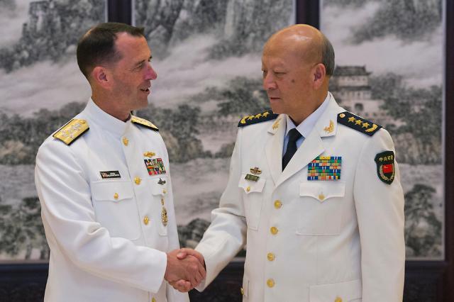 """中 해군사령관 """"남중국해 양보없고, 인공섬 계속 건설"""""""