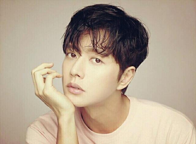 Park Hae-jin-themed smartphone to be rolled out this year