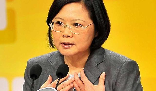 남중국해 여파, 차이잉원 지지율 하락