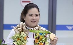 .韩国名将朴仁妃在世界女子高球排名中位居第四.