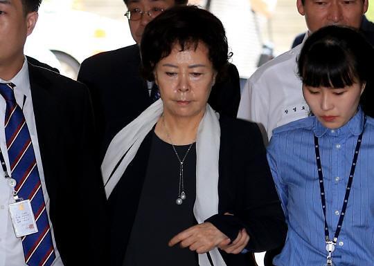 [롯데 검찰수사] 80억 비리혐의 신영자 이사장, 대부분 혐의 부인
