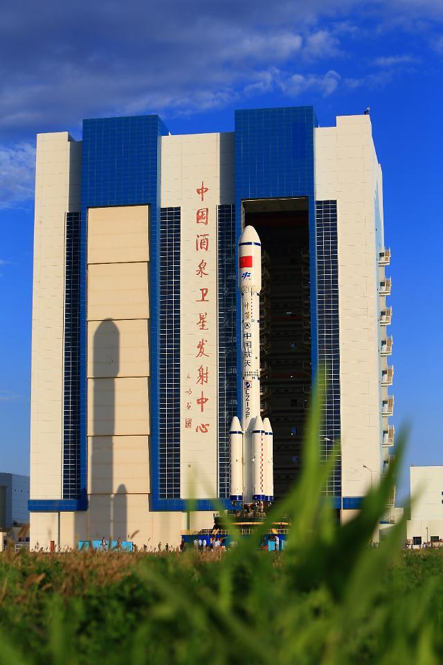 중국 추석 보름달 향해 쏘아올리는 우주정거장 톈궁2호