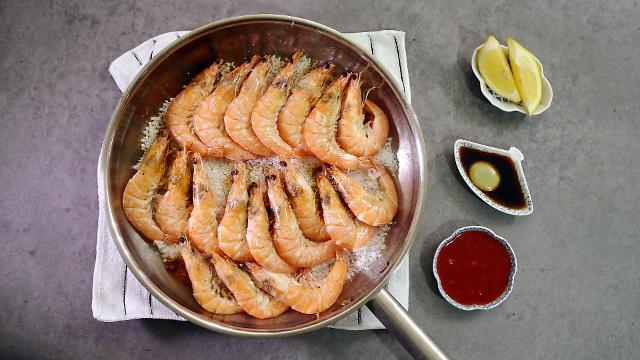 [AJU VIDEO] Easy & quick recipe for Daeha Jjim – Korean style salt-steamed shrimps