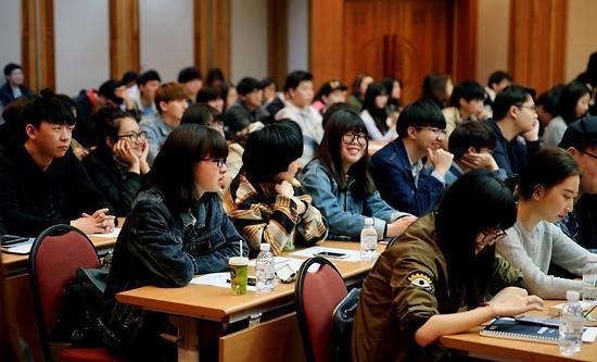 在韩中国留学生6万时代开启 入学容易毕业难