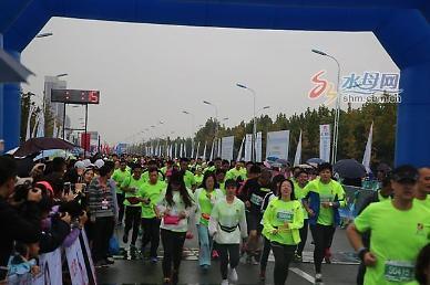 <영상산둥성>중국 옌타이 룽커우시에서 국제우호마라톤 대회 열려 [중국 옌타이를 알다(148)]