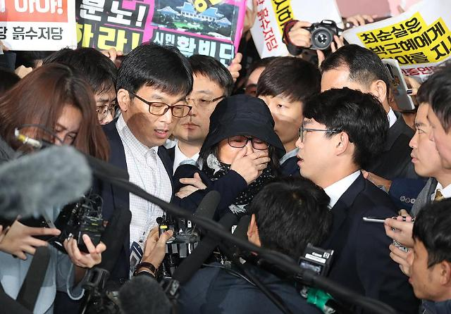 President Parks crony turns up for questioning by prosecutors