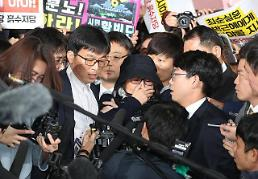 .President Parks crony turns up for questioning by prosecutors.