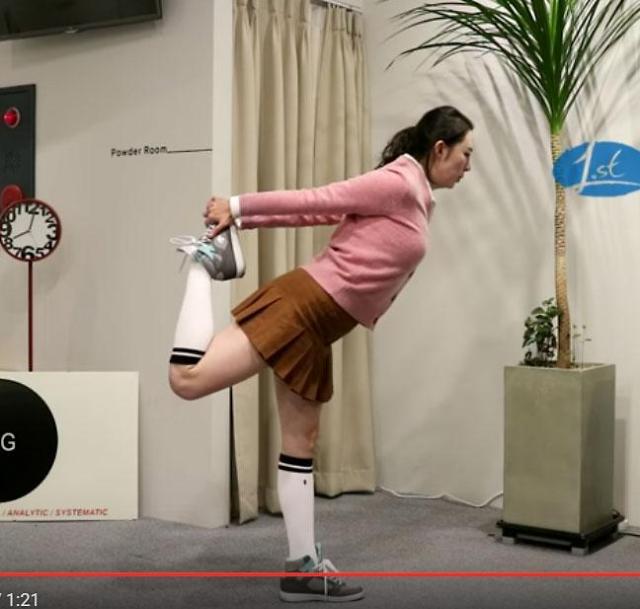 [골프 스트레칭 동영상] 30. 굽은 등과 어깨를 펴는 동작
