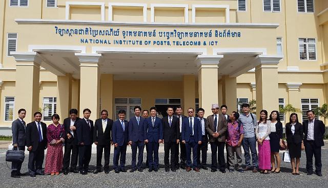 미래부-한국정보화진흥원, 캄보디아에 정보접근센터 열어