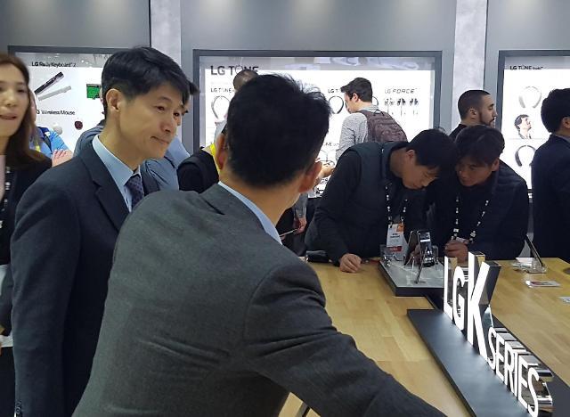 """[2017 CES] 조준호 LG전자 사장 """"커넥티드카 관련 스마트폰 사업 구상할 것"""""""