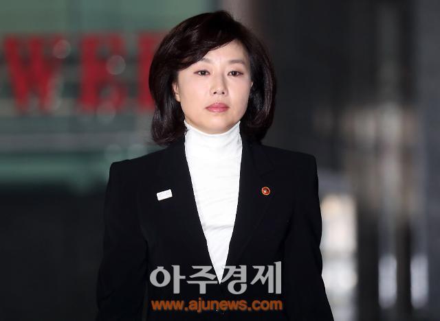 """조윤선 특검 출석,""""김기춘에 문화계 블랙리스트 직보""""복수 진술 확보"""